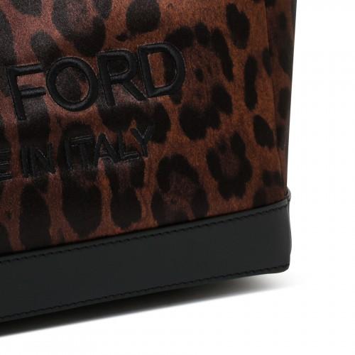 Foulard in flora print motif